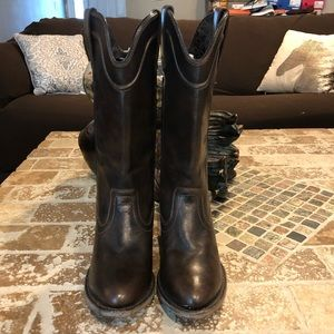 Ariat like new size 6 B